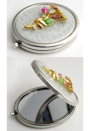 www.misstella.com - Metal pocket-mirror with flowers, epoxy and strass 77x59mm