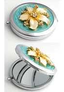 www.misstella.nl - Metalen zakspiegel met bloem, epoxy en strass 77x70mm - E00795