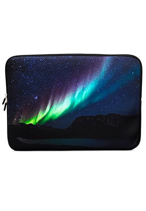 www.misstella.nl - Laptop sleeve 15,4 inch met noorderlicht print