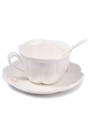 www.misstella.com - Ceramic cup and saucer with flowers