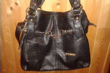 Gaya' Blog sur un sac à main noir Misstella