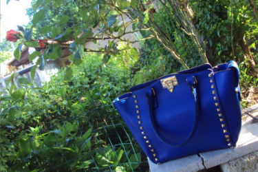 La borsa di Martina reviewed this great dark blue hand bag