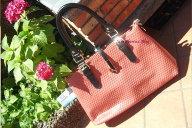 Strawberries' blog about great pink hand bag